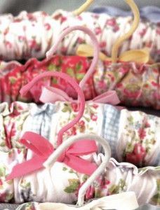 Cute padded coat hangers: Learn how to make your own with this free project!