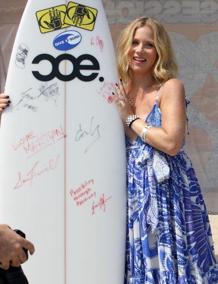 Surfs up for Christina Applegate!
