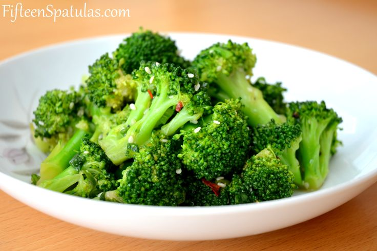 crisp asian broccoli salad - this looks like a great lunch idea for the work week