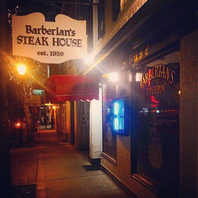 Old school fave. Barberian's Steak House à Toronto, ON
