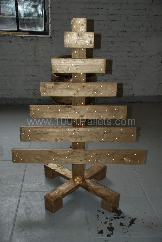 A workbench, sofa & Chritmas tree: all made from pallets