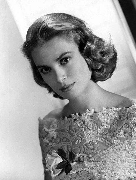 Grace Kelly in a lace dress, photographed by Virgil Apger