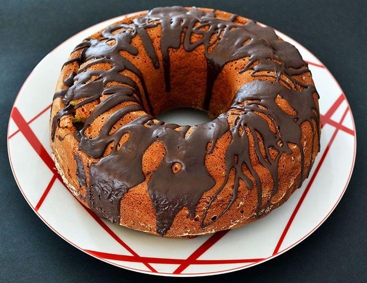 Easy & Classic Vanilla Chocolate Cake