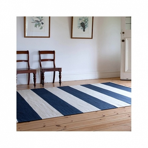 love the rug on this floor. looks very maritime without being too theme-y