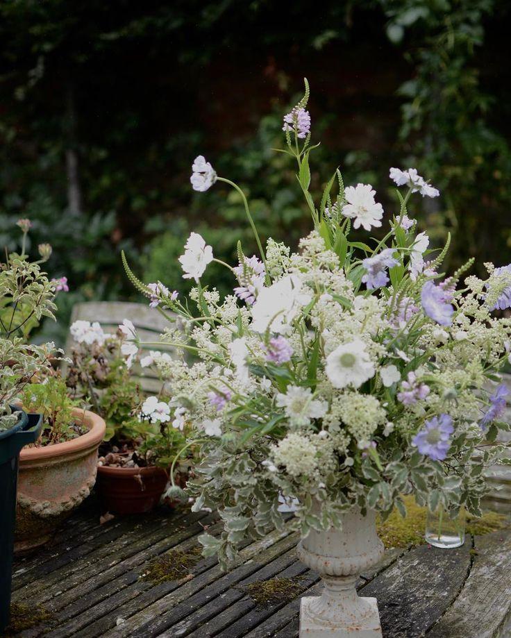 Summer urn - summer sunshine! Happy Sunday! _ _ _ _ _ #gatherandcurate #gatheringbeauty #underthefloralspell @flowerona #slowfloralstyle #britishflowers #inspiredbypetals #weekendflowers #bridebook #sunday_sundries #petalsandprops #stylingtheseasons #aquietstyle @aquietstyle #embracingtheseasons #ccseasonal #pursuepretty #mystillsundaycompetition #weddingflowers #flowerschool #suffolk #weddingflorist #dsfloral
