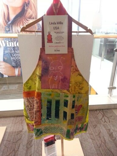 Linda Willis (USA).  I was lucky enough to win this gorgeous apron at a charity auction and I'm so thrilled with it!