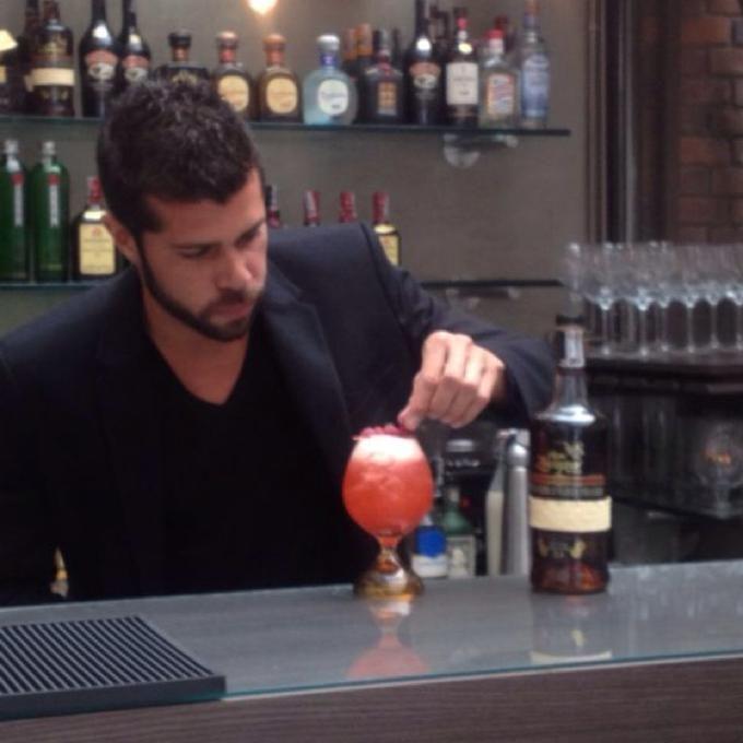 Manel Vehi Mena, Barman de Boia Nit en Cadaqués, nos acompaña por estos días en Bistronomy by Rausch