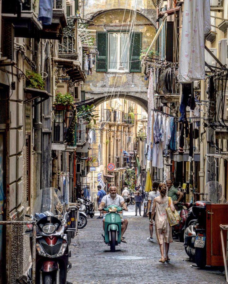 Repost from @marcoliuc  Vecchio barbuto con infradito su vespa senza casco , panni stesi ovunque , più motorini che persone, fili elettrici che s'intrecciano... Napoli non è solo lungomare e Vesuvio, pizza e mandolino... Napoli è anche questo! Buona serata belli!!!#ig_italia_2016 #instagramersoftheyear2016 #ig_italia2016