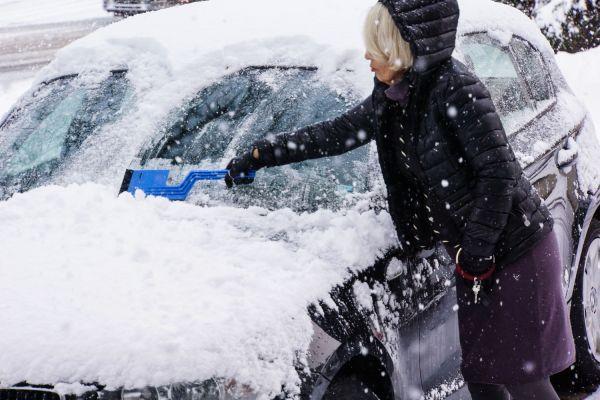 Zasnežené auto očistite: Hrozí zbytočná pokuta