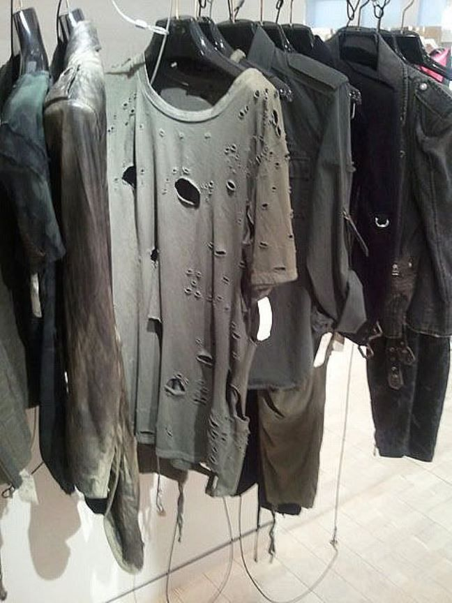 roupas destruídas