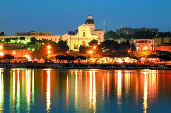 Paesaggi disegnati.....Le luci della città colorano d'Arancione il nostro Golfo.