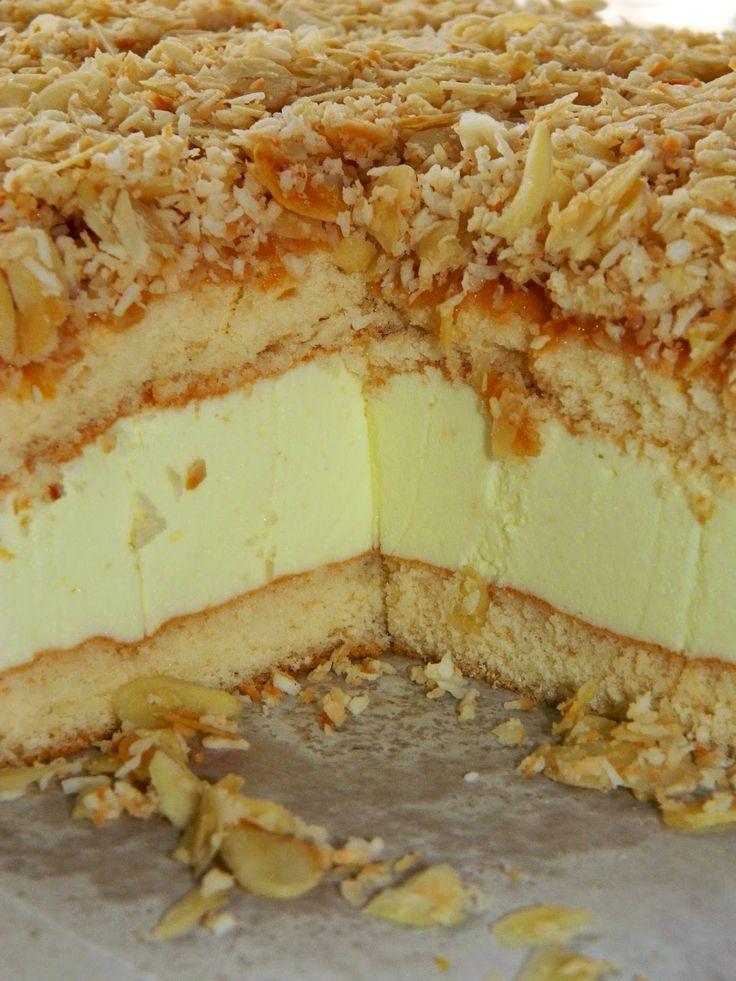 Przepis na to ciacho pochodzi od babci Łukasza (ona wie, co dobre). Idealny deser na lato: delikatny, puszysty, lekko kwaskowaty i słodki ...