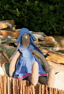 Przytulanka Króliczka- Niebieska sukienka w kropki