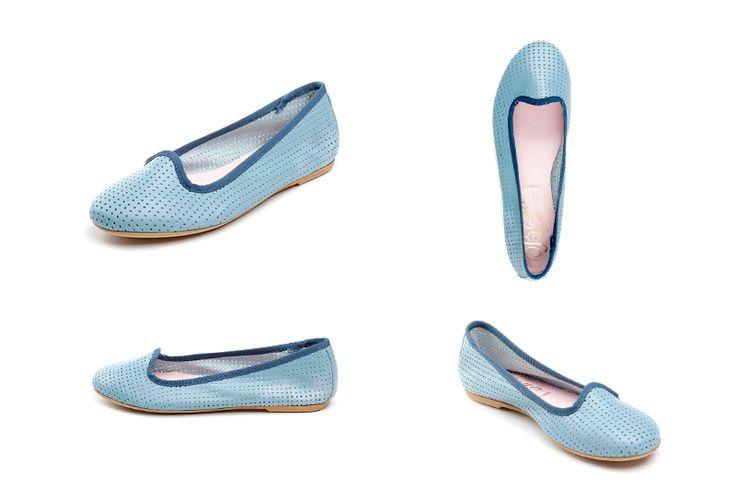 Zapatos de mujer celestes de la marca Bisue. Fotografia: Kinoki studio
