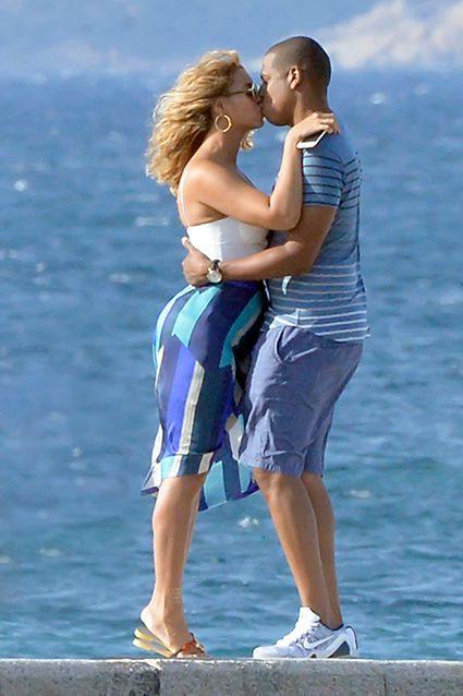 Beyonce and Jay Z Pack on the PDA in Bathing Suits During Romantic Italian Vacay on Luxury Yacht