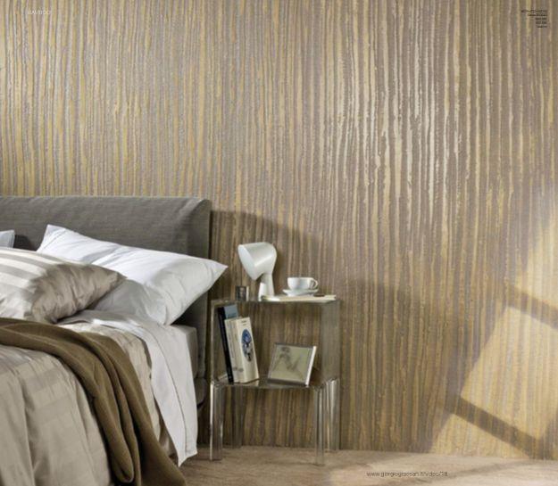 Nuove decorazioni e nuovi effetti per Segui Il Tuo Istinto. #decorazione #pitturadecorativa #casa #interiors #design #ggf  Questa parete è stata realizzata con: pietra zen con Istinto 1070 - ORO RICCO - G1 GD - Glitter GO - Vetro.