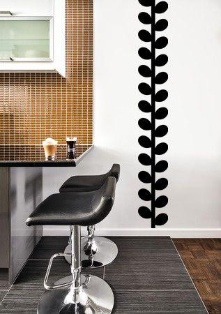 Vinilo adhesivo para colocar a lo largo de la pared. La sencillez del dibujo y la sobriedad del color negro darán un toque de elegancia e impacto visual.