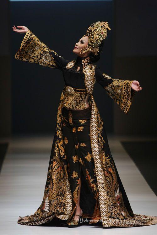 ~ Living a Beautiful Life ~ Anne Avantie Anne Avantie 'Gambang Semarang' Jakarta Fashion Week 2016 at Senayan City. Jakarta. [Foto: Mohammad Abduh/Wolipop]