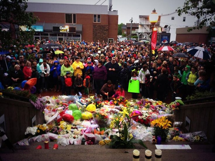 "twitter / ""weeddude: From [@]AlisonNorthcott: Huge crowd in front of RCMP detachment in Moncton, New Brunswick for candlelight vigil"" - 6/6/14  #Canada"