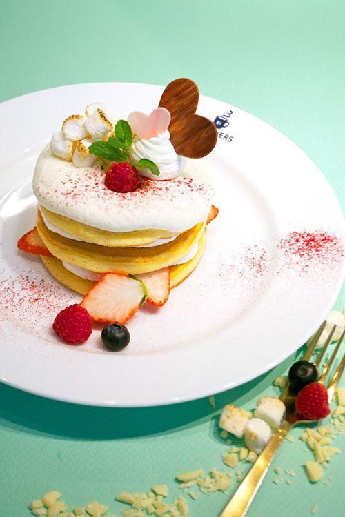 大阪ブラザーズカフェから期間限定スイーツ「焼きマシュマロとホワイトチョコのパンケーキ」登場の写真1