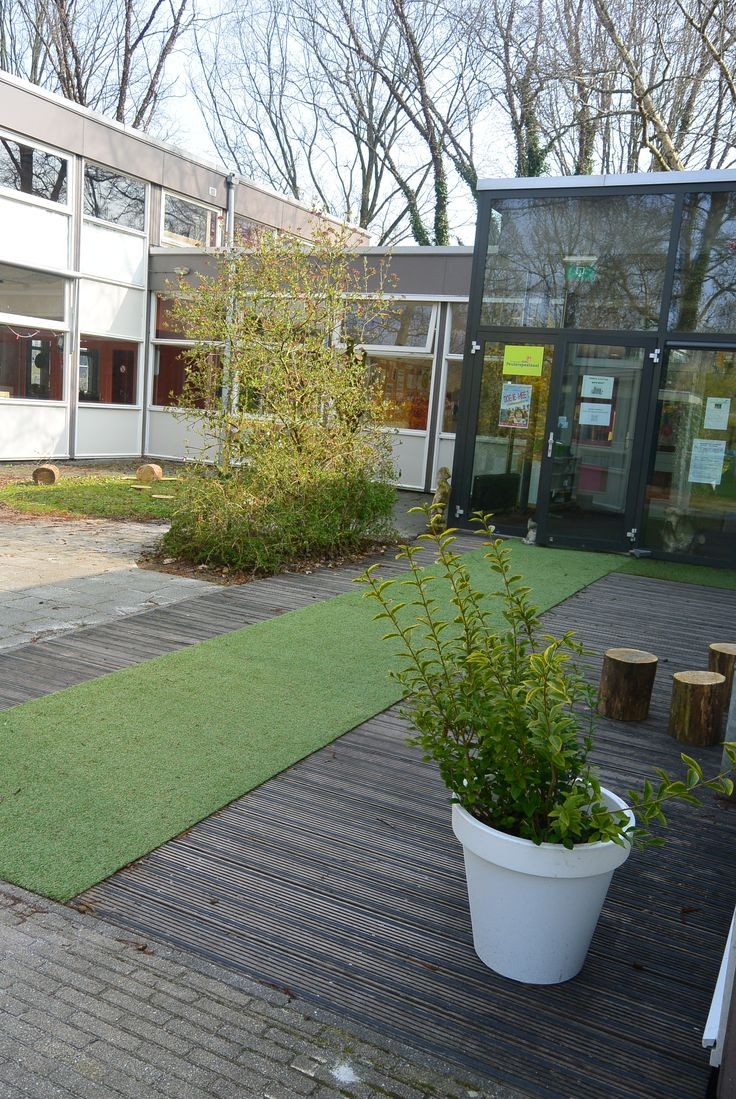 De entree wordt verfraait met een grasloopmat en planten eigen project bax koning i tuin - Versier een entree ...