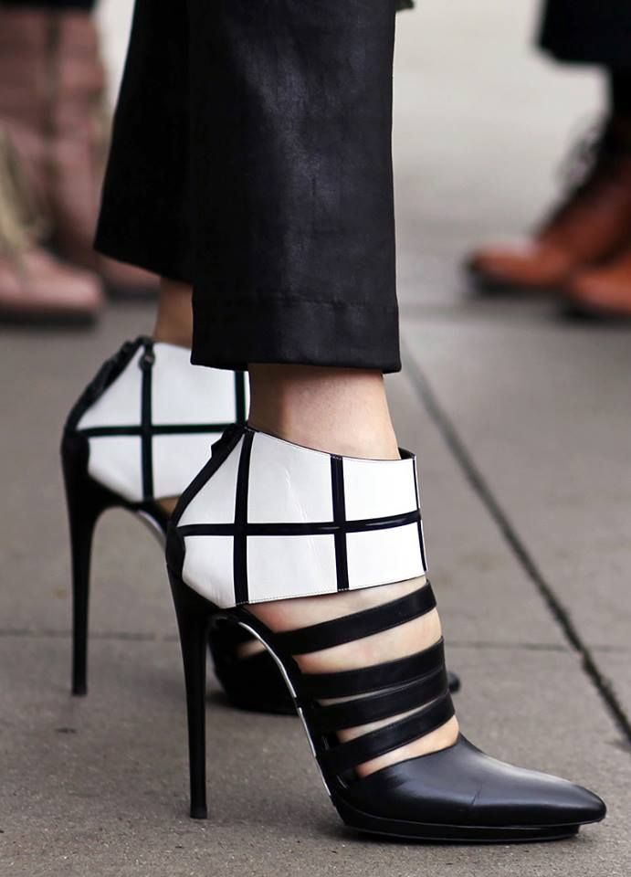 OMG! Where can I find this sexy  pair? #shoes www.ScarlettAvery.com