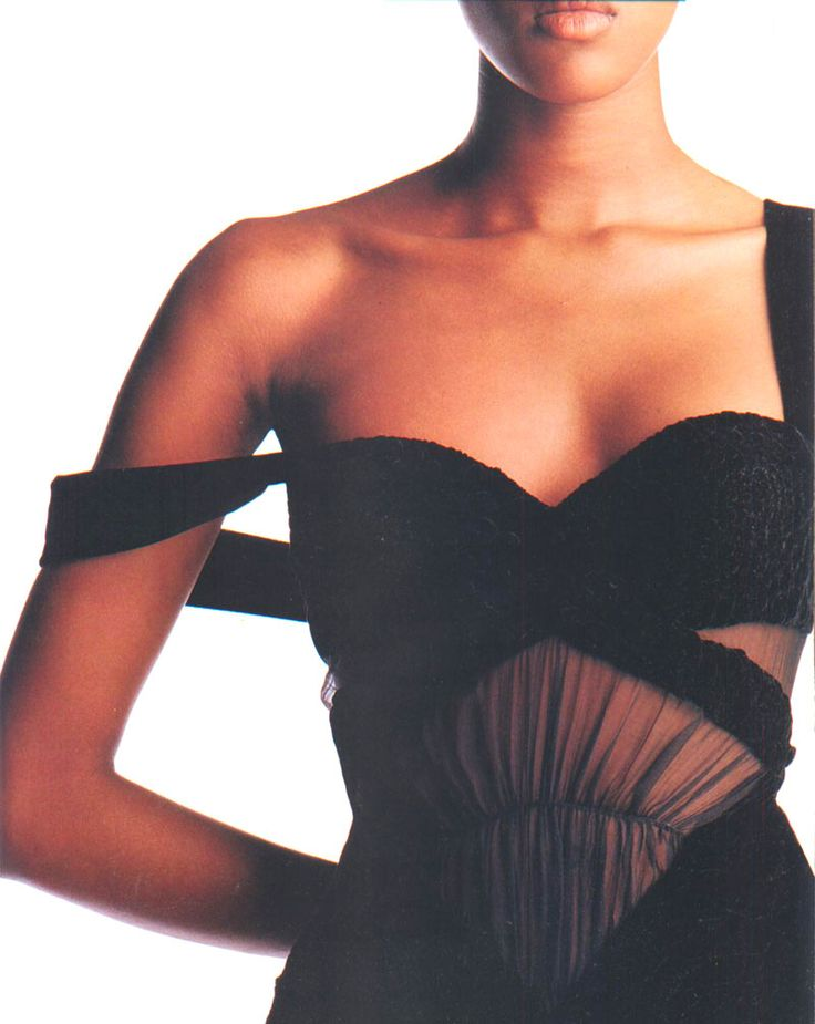 Naomi Campbell wearing Alaia dress in Elle 1989 photographed by Gilles Bensimon