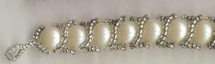 Braided pearl and seed bead bracelet. Tutorial, you need to hit translate as it is in Russian.