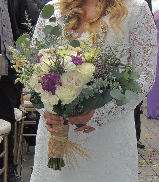 Bouquet para novia.  Contáctanos para cotizar tu boda clientes@lapetala.com.  2159030 Bogotá.
