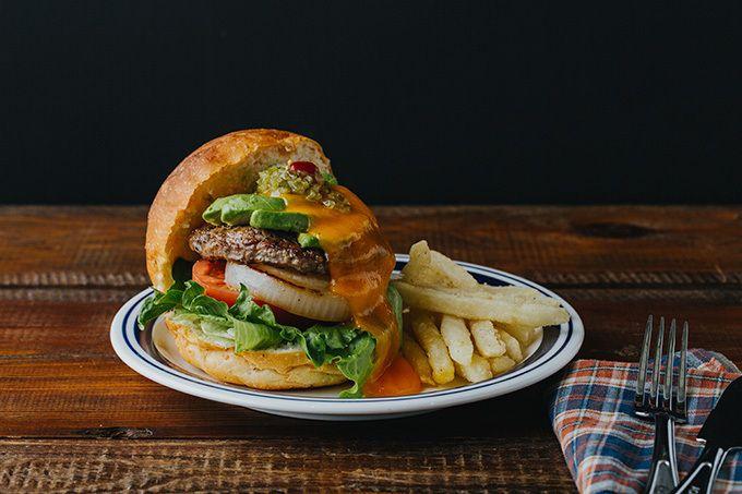 写真2 12 世界のカジュアルフードを楽しめる j s フーディーズ 江ノ島に2号店がオープン 食べ物のアイデア ハンバーガー ランチ 鶏肉 料理