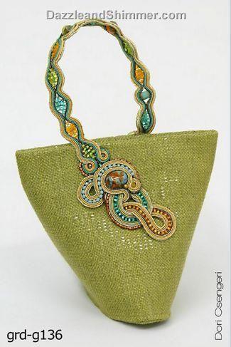 .Bolso en arpillera adornado con técnica Soutache
