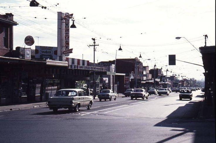 Toorak Road and Warrigal Road 1977. Before Burwood Hwy Tram extension.