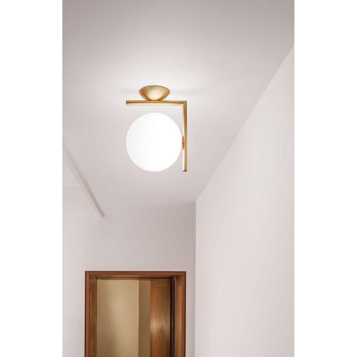 IC C/W1 tak/vägglampa från Flos är en unik lampa som är tillverkad i borstad mässing. Den runda kupa...