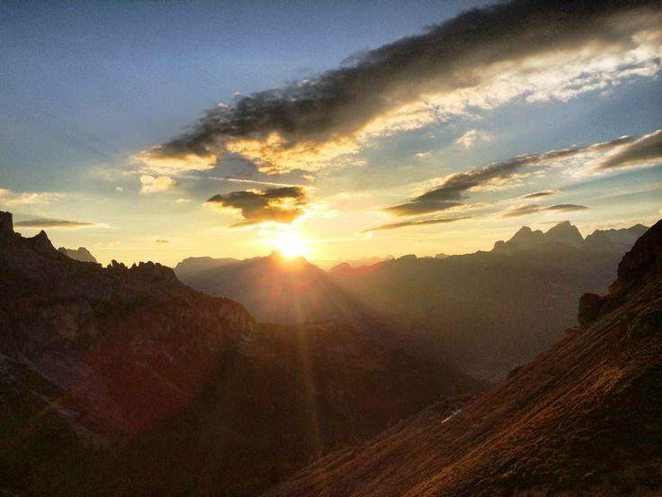 Il #sorgere del #sole al #rifugio Roda di Vaèl - Val di Fassa (Trentino) Svegliarsi così non ha prezzo !