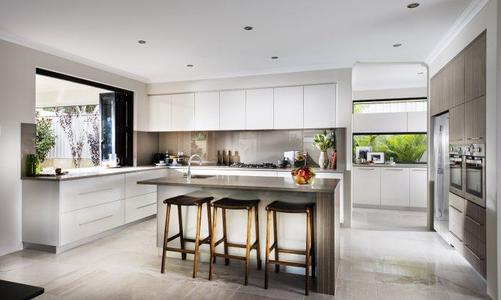 I love the fact that this kitchen has an island bench, a servery window leading outside, and a scullery tucked away round the corner! So perfect for entertaining. #home #modernhomedesign #kitchen