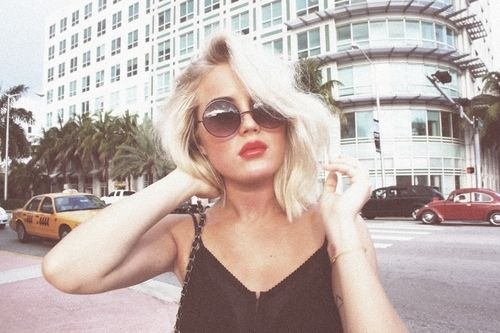 summer lookPlatinum Blondes, Blondes Bobs, Style, Angelica Blick, Shorts Hair, Hair Flip, Beautiful, Hair Cut, Red Lips