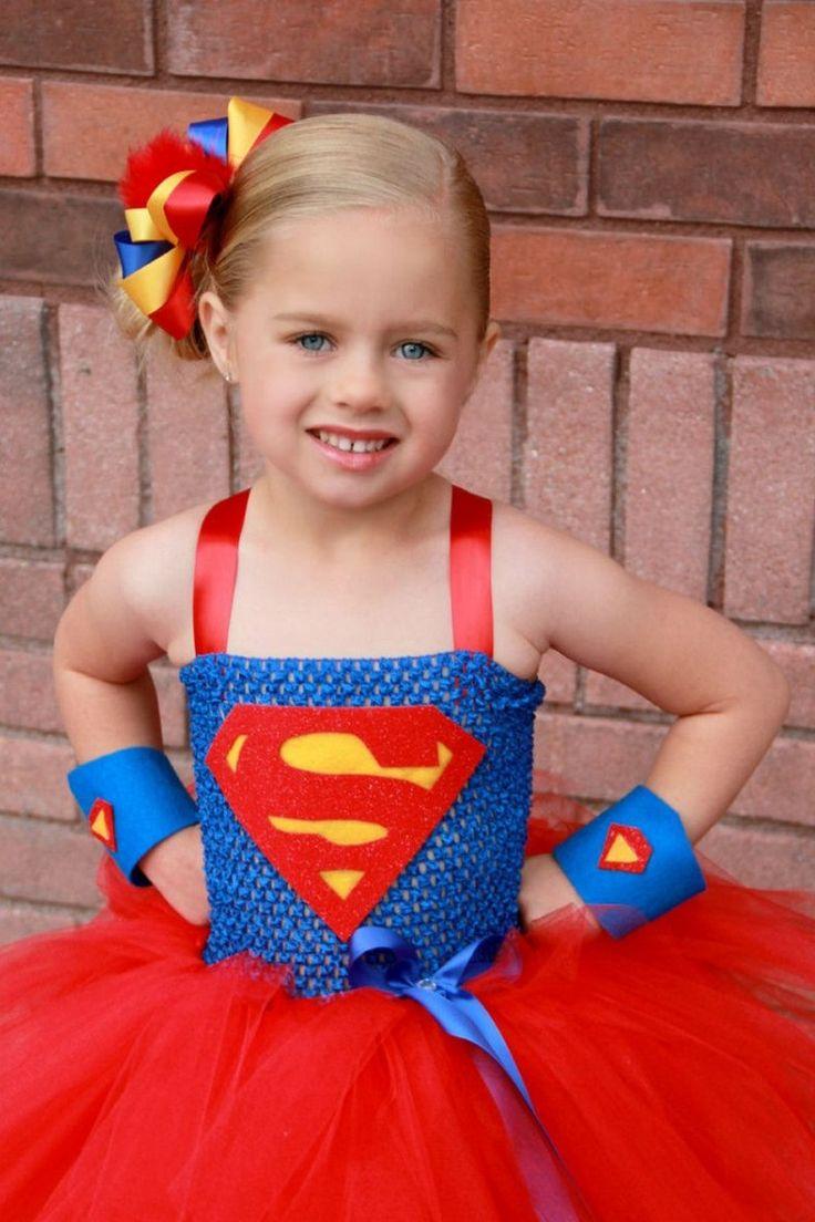costume de déguisement de Superwoman : tutu rouge, haut bleu et bijou de tête…                                                                                                                                                     Plus