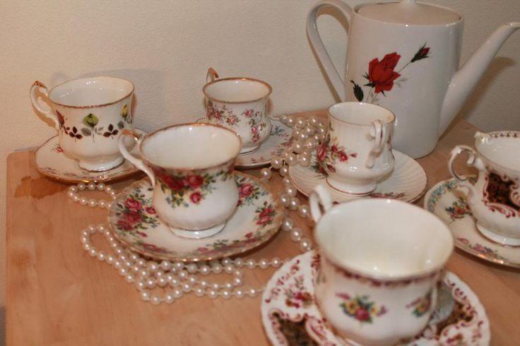 Mijn vintage thee servies collectie (thriftshop, oma stijl) Love it! Lekker kitch met die bloemetjes. Leuk voor een high tea!