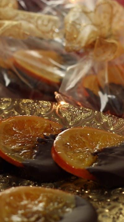 Candied orange slices make great edible gifts!