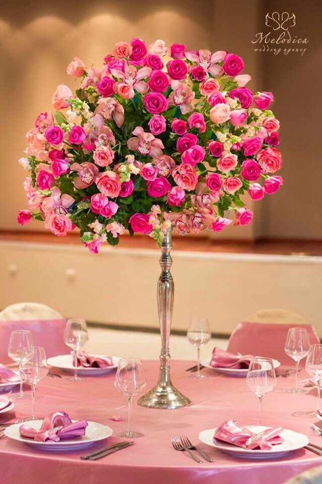 Pink and silver wedding decoration by Melodica Wedding Agency!
