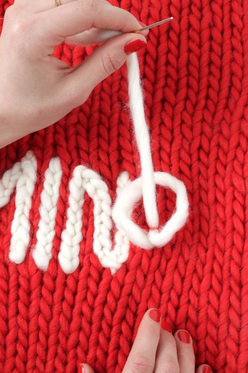 DIY: chain stitch #Embroidery: Chainstitch Embroidery, Diy Knits Sweaters Tutorials, Knits Embroidery, Stitches Knits, Plain Knits, Christmas Sweaters, Diy Embroidery Names, Diy Crochet Stockings, Chains Stitches Embroidery