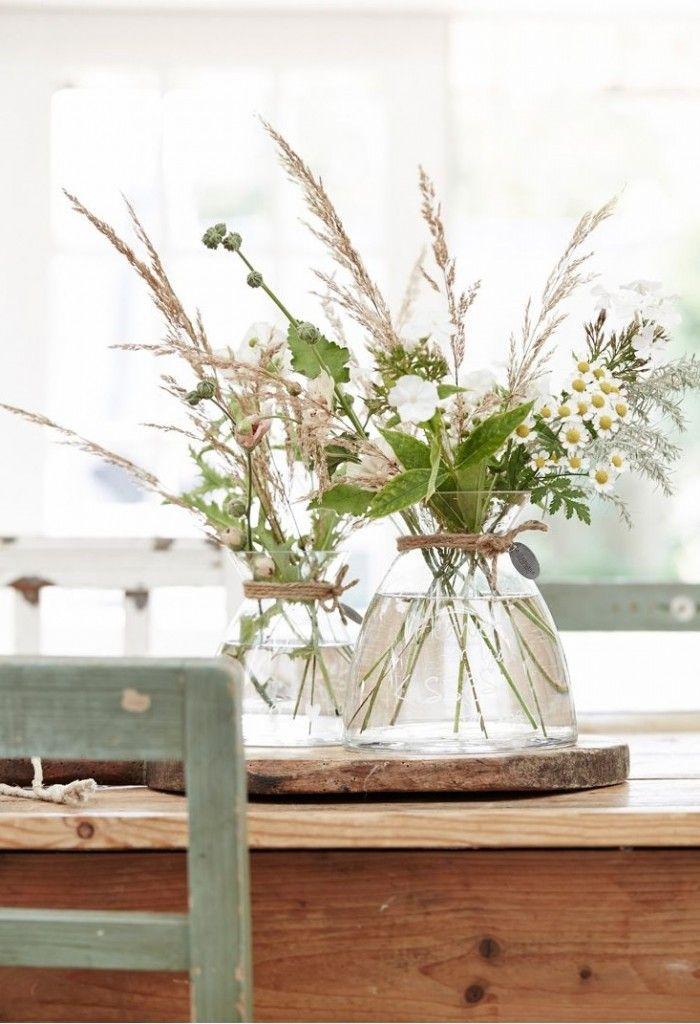 Vazen met groen op robuuste schijven