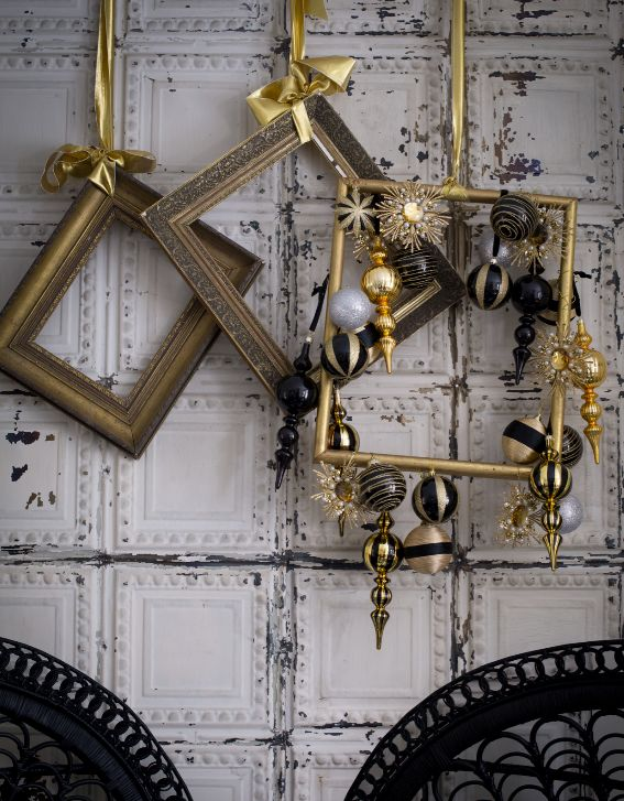 This Christmas decorating idea sees metallic decorations affixed to a selection of empty picture frames. It's unusual, and it's very cool. Bring in black accents to further the urban feel. Shown here in a modern dining room, with Tin Tiles wallpaper - divine! Image: Livingetc
