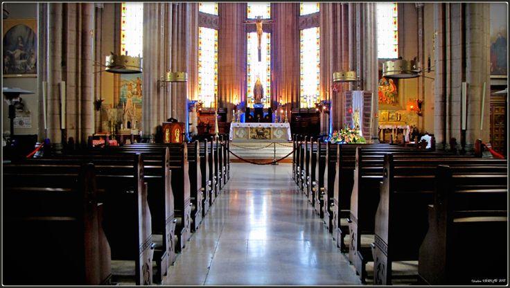 Iglesia de San Antonio de Padua es la iglesia católica más grande de Estambul. Está situada en la famosa avenida Istiklal. La iglesia es lugar de encuentro de los católicos de Estambul y aquí se imparte misa en distintos idiomas.  http://aestambul.com