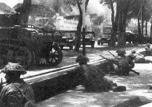 Semarang in de Bersiap!periode    Het voorafgaande: Semarang wachtte met spanning op de dingen die zouden gaan gebeuren. Met komst van de Britten leek hetrustiger te zijn geworden, maar de gebeurtenissen elders op Java maakten dat het vuur van de opstand ieder moment weer kon oplaaien. Om de evacuaties niet in gevaar te laten brengen, besloten de Britten over te gaan tot actie.    Tweede Slag om Semarang: 18-21 november 1945