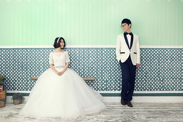 Couple photo by. wooubi studio  감성 사진 커플 사진 _우유비 스튜디오 wedding photo 세미웨딩 사진