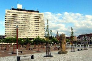 Hotel Černigov byl dokončen v roce 1975 podle arch. Jana Zídka