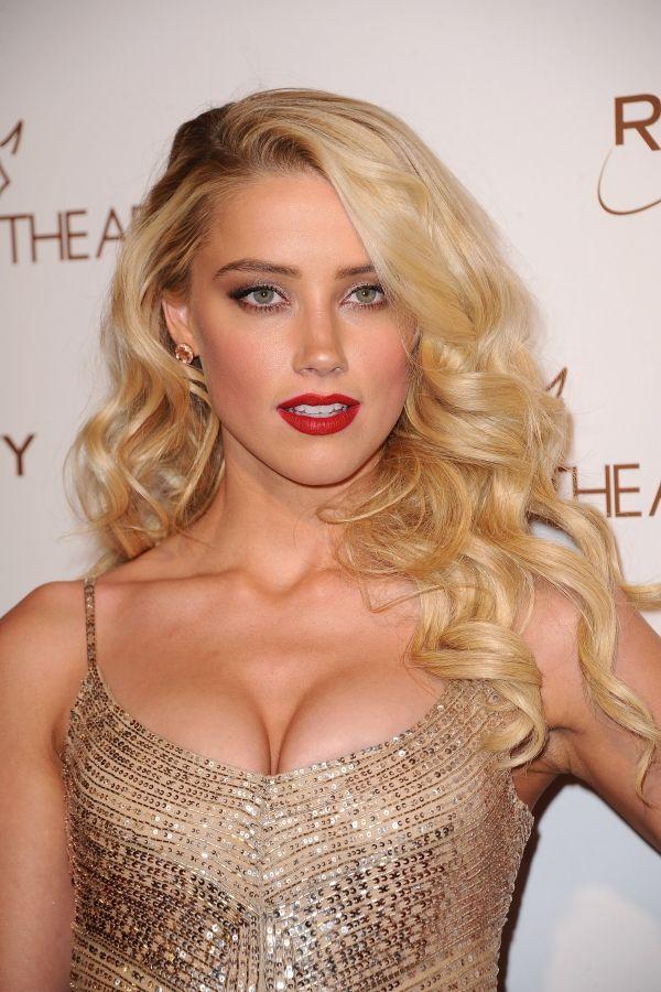 Amber Heard - Amber Laura Heard (nacida el 22 de abril de 1986) es una actriz estadounidense. Desempeñó un papel protagonista en la película All The Boys Love Mandy Lane, que debutó en el Festival Internacional de Cine de Toronto en 2006.