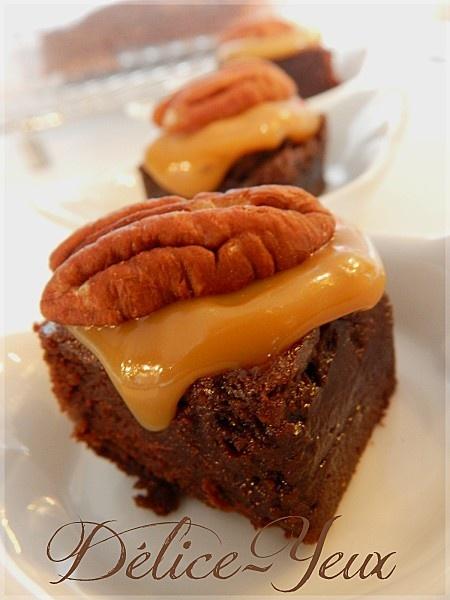 Brownies au beurre salé nappé de caramel au beurre salé et noix de pécan...