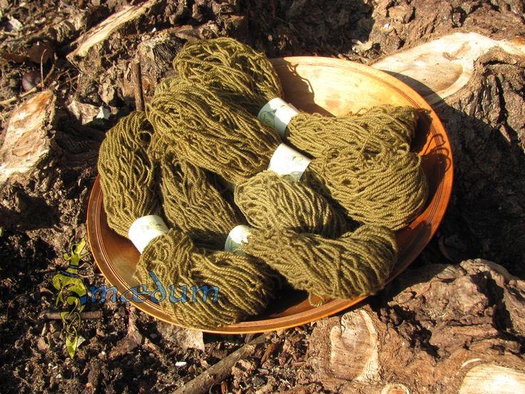 Grünes pflanzengefärbtes Wollstickgarn von Maedum auf DaWanda.com